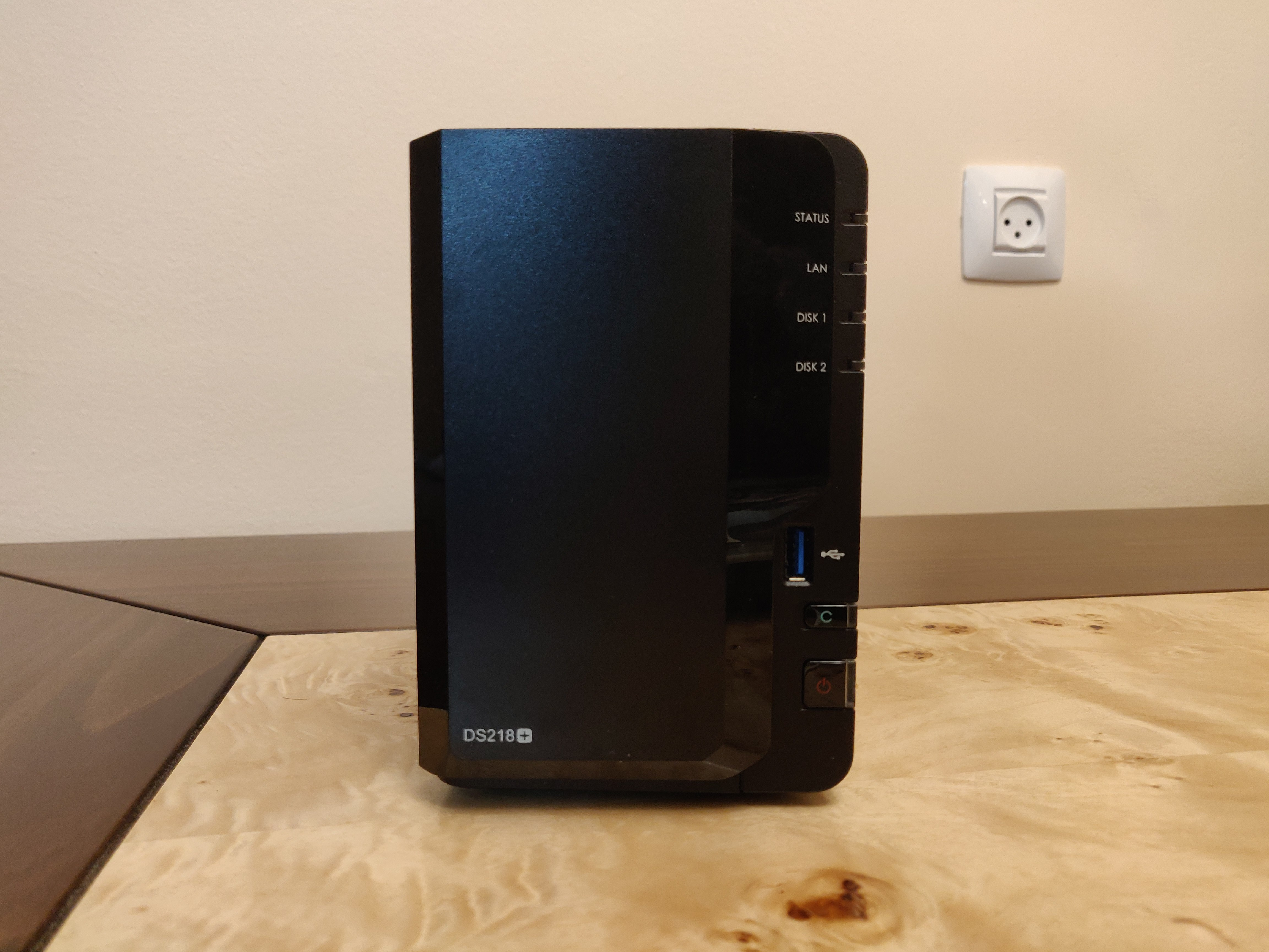 synology ds218 plus front